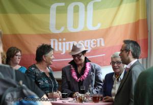 IMG_0042-Opening Roze Huis-31 mei 2013-Gasten aan statafel-EFP